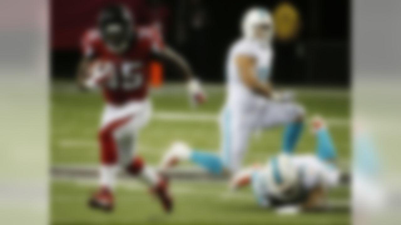 Atlanta Falcons running back Antone Smith (35) moves past Miami Dolphins outside linebacker Koa Misi (55) during the first half of an NFL preseason football game, Friday, Aug. 8, 2014, in Atlanta.  (AP Photo/John Bazemore)