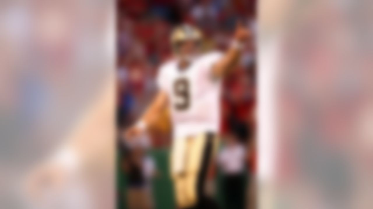KANSAS CITY, MO - AUGUST 23: Quarterback Drew Brees #9 of the New Orleans Saints signals to his bench during the 1st quarter of the preseason game against  the Kansas City Chiefs on August 23, 2007 at Arrowhead Stadium in Kansas City, Missouri.  (Photo by Jamie Squire/Getty Images)