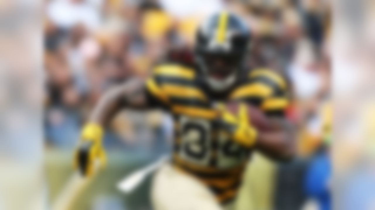 Williams is still pretty highly owned in NFL.com leagues, but Le'Veon Bell owners or those in desperate need of a running back should make put in a claim for the former Panther. The 32-year-old running back racked up 110 total yards on Sunday in relief duty and is averaging 4.9 yards per carry on the season. NFL Media insider Ian Rapoport reported on Sunday night that the Steelers fear Bell has a badly torn MCL and will be done for the season. That puts Williams back onto the RB1-2 radar with Big Ben back under center. After all, Williams was fantasy's highest scoring running back after the first two weeks of the season while Bell served his suspension. FAAB suggestion: 20-25 percent.