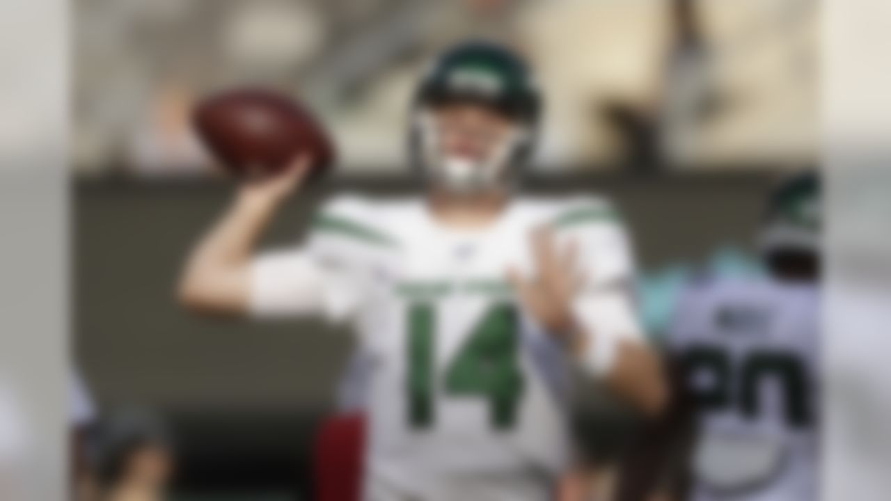 New York Jets quarterback Sam Darnold warms-up before an NFL football game against the Dallas Cowboys, Sunday, Oct. 13, 2019, in East Rutherford, N.J. (AP Photo/Adam Hunger)