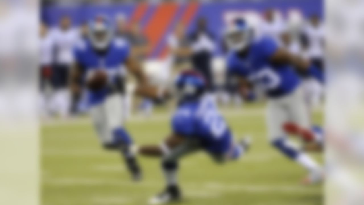 New York Giants cornerback Walter Thurmond, center, almost grabs a ball thrown by the New England Patriots during the first half of an NFL preseason football game, Thursday, Aug. 28, 2014, in East Rutherford, N.J. (AP Photo/Bill Kostroun)