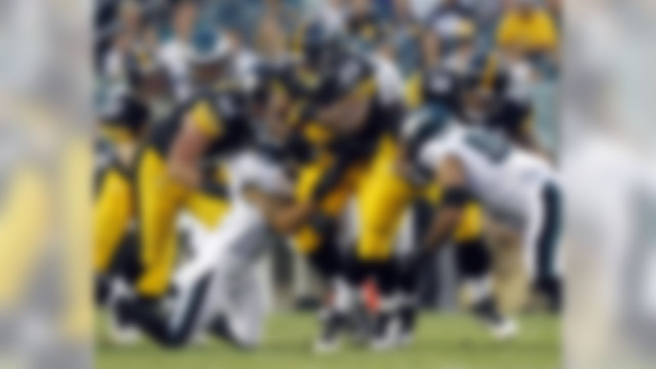 Pittsburgh Steelers running back Isaac Redman (33) rushes for yardage against the Philadelphia Eagles during the first half of an NFL preseason football game Thursday, Aug. 9, 2012, in Philadelphia. (AP Photo/Mel Evans)