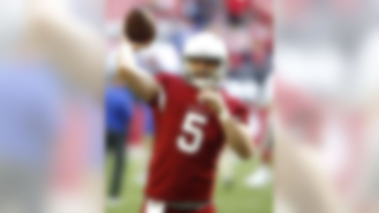Arizona Cardinals quarterback Drew Stanton (5) warms up prior to an NFL football game against the New York Giants, Sunday, Dec. 24, 2017, in Glendale, Ariz. (AP Photo/Ross D. Franklin)