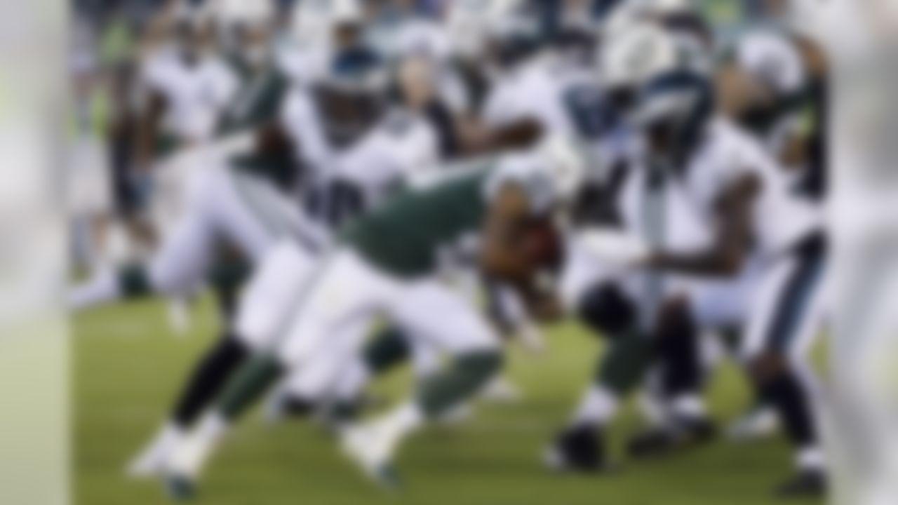 New York Jets' Trenton Cannon (40) rushes during the first half of the team's preseason NFL football game against the Philadelphia Eagles, Thursday, Aug. 30, 2018, in Philadelphia. (AP Photo/Michael Perez)