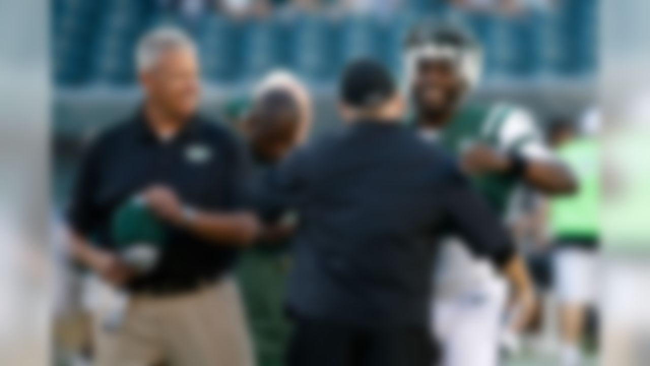 New York Jets' Michael Vick, right, and head coach Rex Ryan, left, meet with Philadelphia Eagles head coach Chip Kelly before an NFL preseason football game, Thursday, Aug. 28, 2014, in Philadelphia. (AP Photo/Chris Szagola)