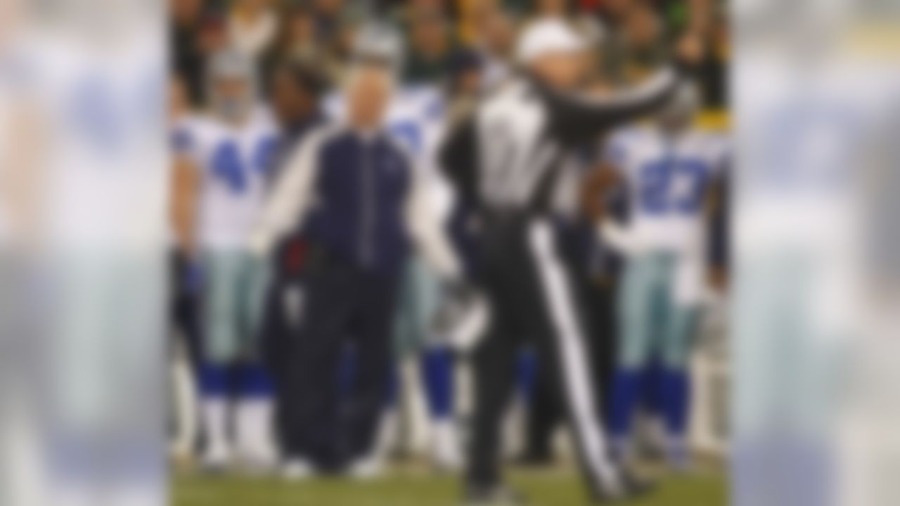 "Brutal. Even Lynn Dickey and Robert Brooks turned this one off. Terrell Buckley could have covered the Cowboys receivers in this, the Wade Phillips swan song.  This was the worst ""Football Night in America"" ever. The whole game it looked like Phillips was doing long division in his head. The final score in the game fans circled on the calendar? 45-7, Packers."