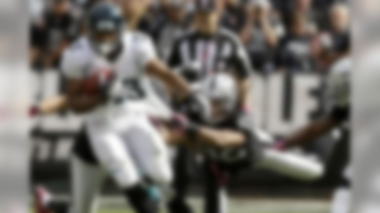 """The Jaguars lost Maurice Jones-Drew to an injured foot - he's already been ruled out for Week 8 - making Jennings a hot waiver-wire pickup. A versatile running back who has shown flashes of potential, the Liberty product needs to be owned in all fantasy leagues while """"Pocket Hercules"""" is forced to miss time.  (Marcio Jose Sanchez/Associated Press)"""