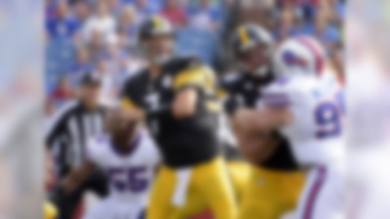 Pittsburgh Steelers quarterback Ben Roethlisberger (7) passes against the Buffalo Bills during the first half of a preseason NFL football game on Saturday, Aug. 29, 2015, in Orchard Park, N.Y. (AP Photo/Gary Wiepert)