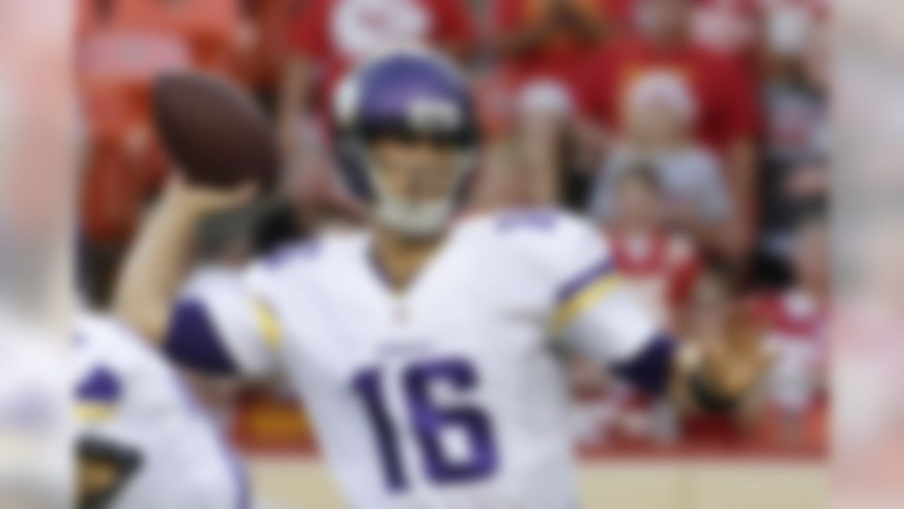 Minnesota Vikings quarterback Matt Cassel throws a pass against the Kansas City Chiefs during the first half of an NFL preseason football game in Kansas City, Mo., Saturday, Aug. 23, 2014. (AP Photo/Charlie Riedel)