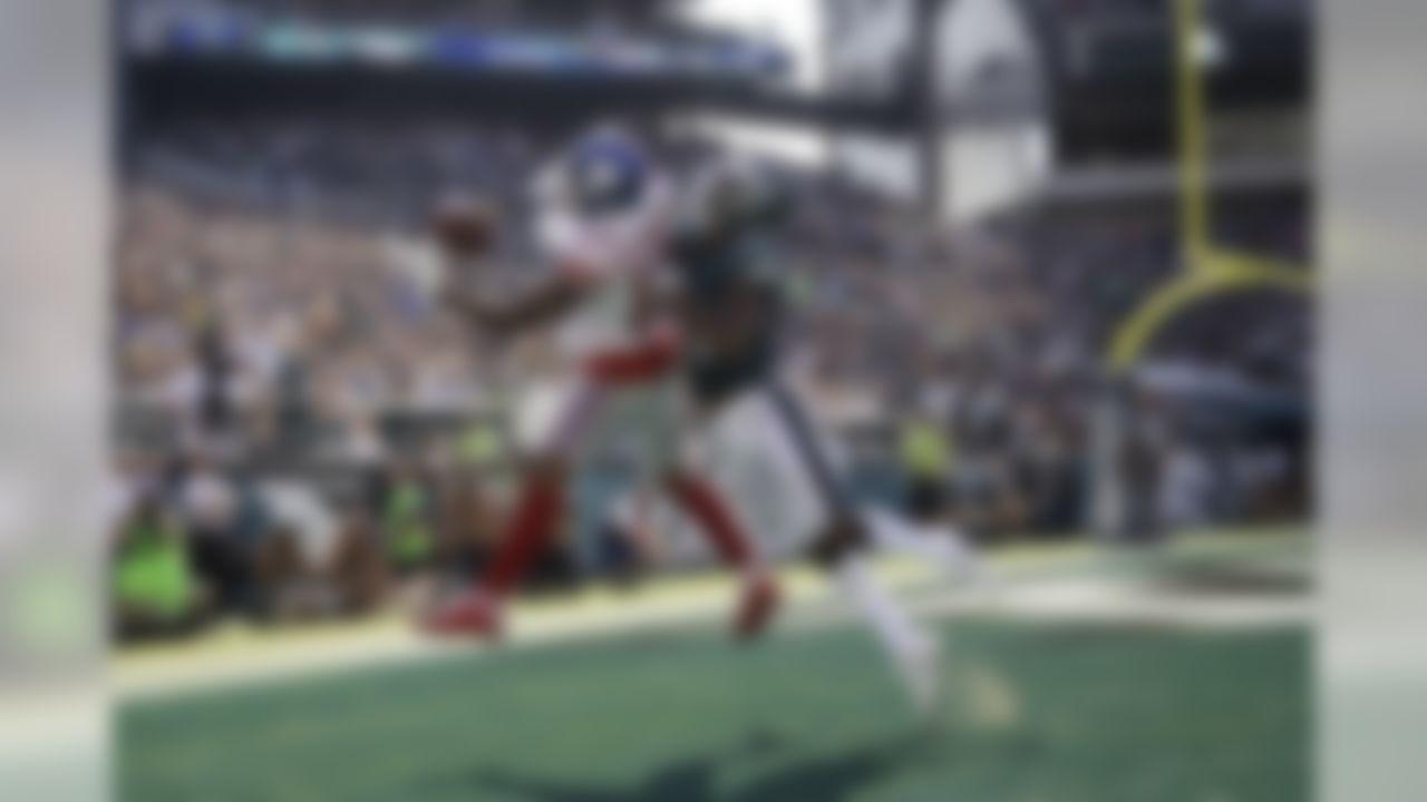 New York Giants' Odell Beckham, left, catches a touchdown against Philadelphia Eagles' Jalen Mills during the second half of an NFL football game, Sunday, Sept. 24, 2017, in Philadelphia.