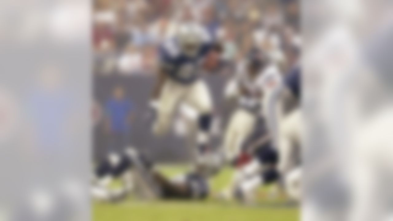 Dallas Cowboys running back Emmitt Smith (22) finds running room for 9 yards against the Houston Texans in the first quarter Sunday, Sept. 8, 2002, in Houston. (AP Photo/David J. Phillip)