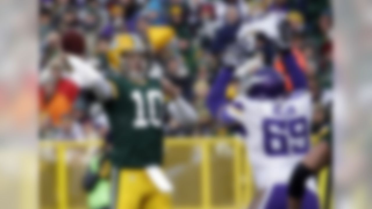 Green Bay Packers' Matt Flynn throws during the second half of an NFL football game against the Minnesota Vikings Sunday, Nov. 24, 2013, in Green Bay, Wis. (AP Photo/Morry Gash)