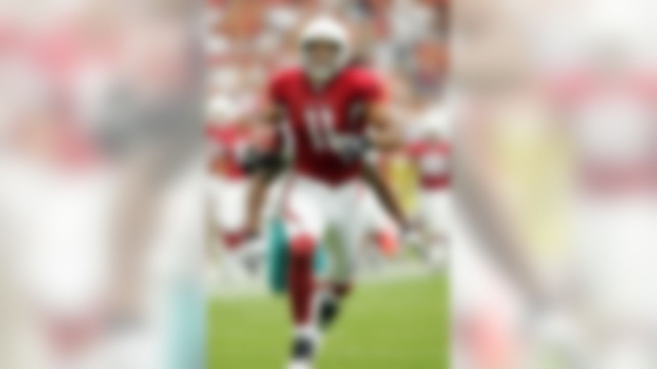 GLENDALE, AZ - SEPTEMBER 14:   Larry Fitzgerald #11 of the Arizona Cardinals carries the ball in the first half against the Miami Dolphins at University of Phoenix Stadium on September 14, 2008 in Glendale, Arizona.  (Photo by Lisa Blumenfeld/Getty Images)