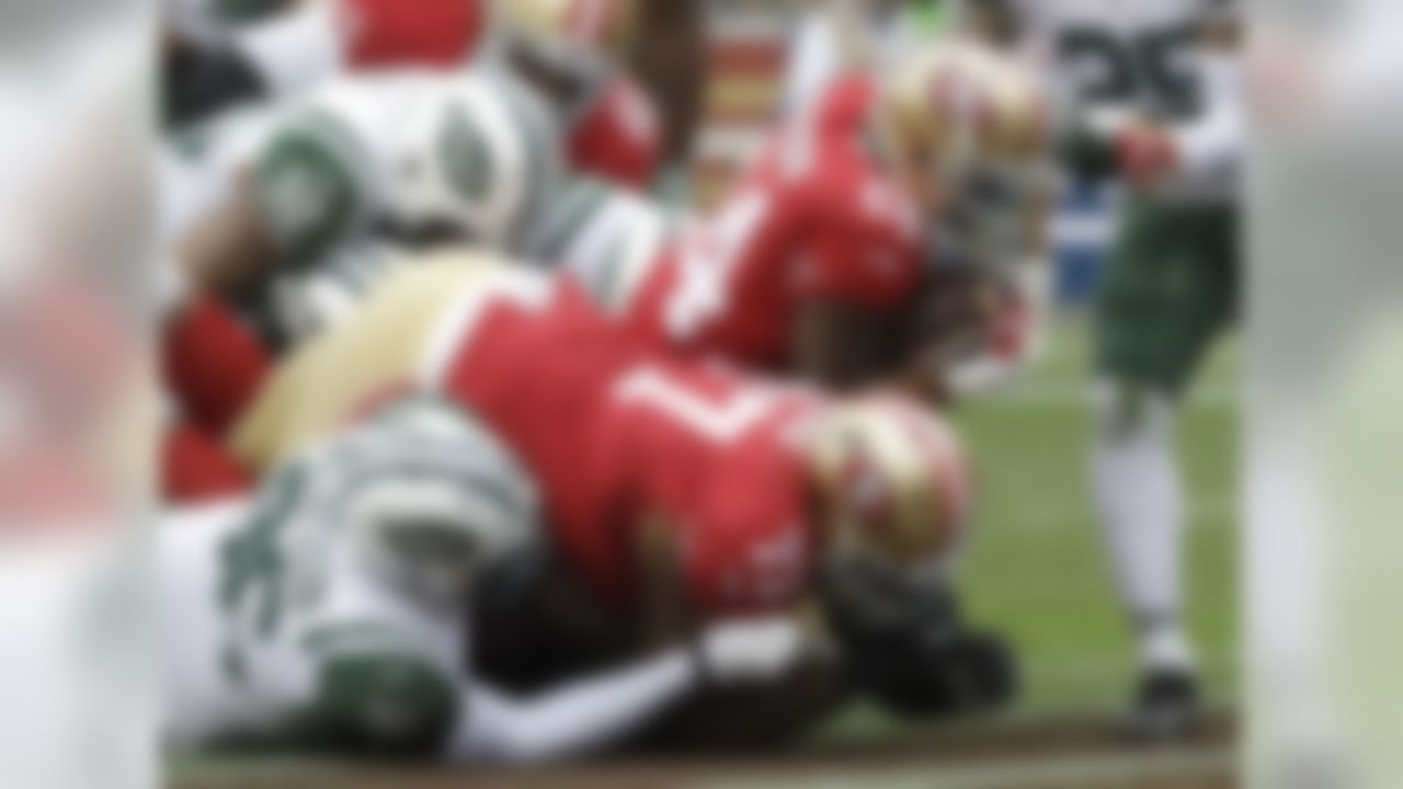 San Francisco 49ers running back Shaun Draughn (24) runs for a touchdown against the New York Jets during the first half of an NFL football game in Santa Clara, Calif., Sunday, Dec. 11, 2016. (AP Photo/Marcio Jose Sanchez)