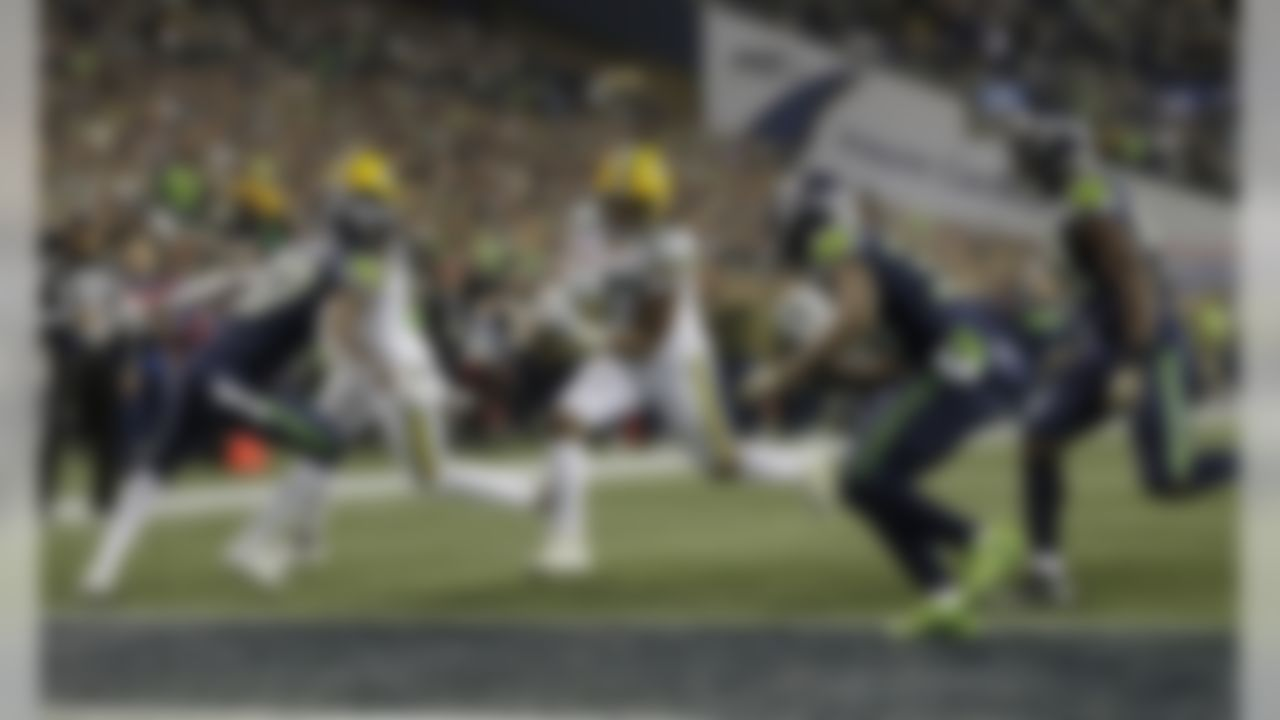 Green Bay Packers running back Aaron Jones, center, runs for a touchdown against the Seattle Seahawks during the first half of an NFL football game Thursday, Nov. 15, 2018, in Seattle. (AP Photo/Stephen Brashear)