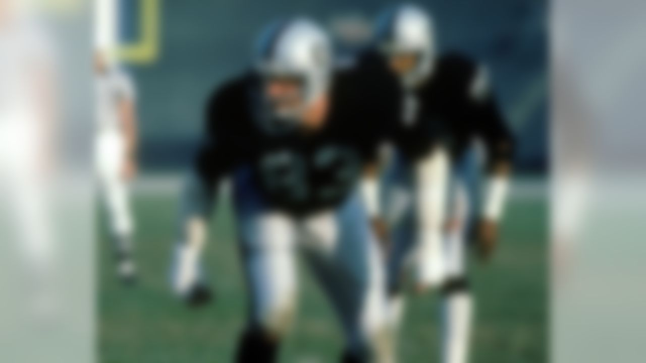 Linebacker Ted Hendricks #83 of the Los Angeles Raiders lines up to pass rush against the Los Angeles Rams at the Los Angeles Coliseum on December 18, 1982 in Los Angeles, California. The Raiders defeated the Rams 37-31. (National Football League)
