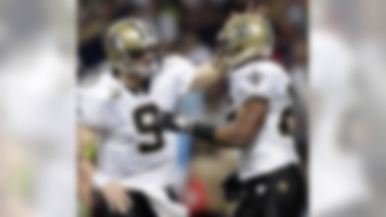 New Orleans Saints quarterback Drew Brees, left, congratulates Saints running back Reggie Bush on his three-yard touchdown run during the second quarter of an NFL football game against the St. Louis Rams, Sunday, Nov. 15, 2009, in St. Louis. (AP Photo/Jeff Roberson)