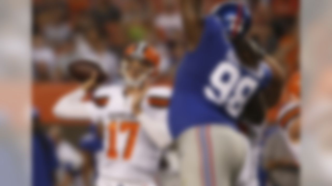Cleveland Browns quarterback Brock Osweiler (17) passes against the New York Giants in the first half of an NFL preseason football game, Monday, Aug. 21, 2017, in Cleveland. (AP Photo/Ron Schwane)