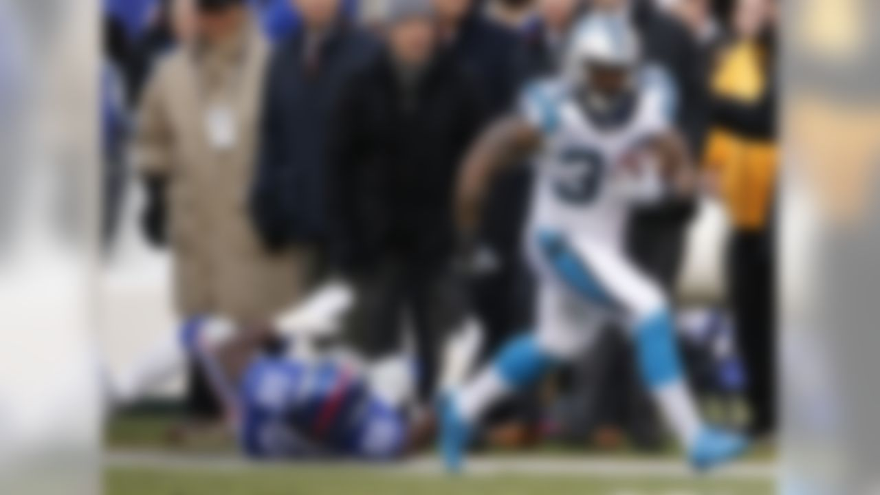 "With Jonathan Stewart on the shelf, the Panthers backfield was in flux, and reports swirled all week over which back would be the ""starter."" Once the pads came on against the Giants, though, it was clear that rookie Cameron Artis-Payne was the leader for the early-down, and clock-killing work. He saw 14 carries and added in two receptions for a total of 93 yards. Next week, the Panthers get a rematch against the Falcons, whose run defense has been showing some cracks in recent weeks. CAP will be a solid flex play, assuming the team keeps Stewart out to heal up fully for the playoffs."