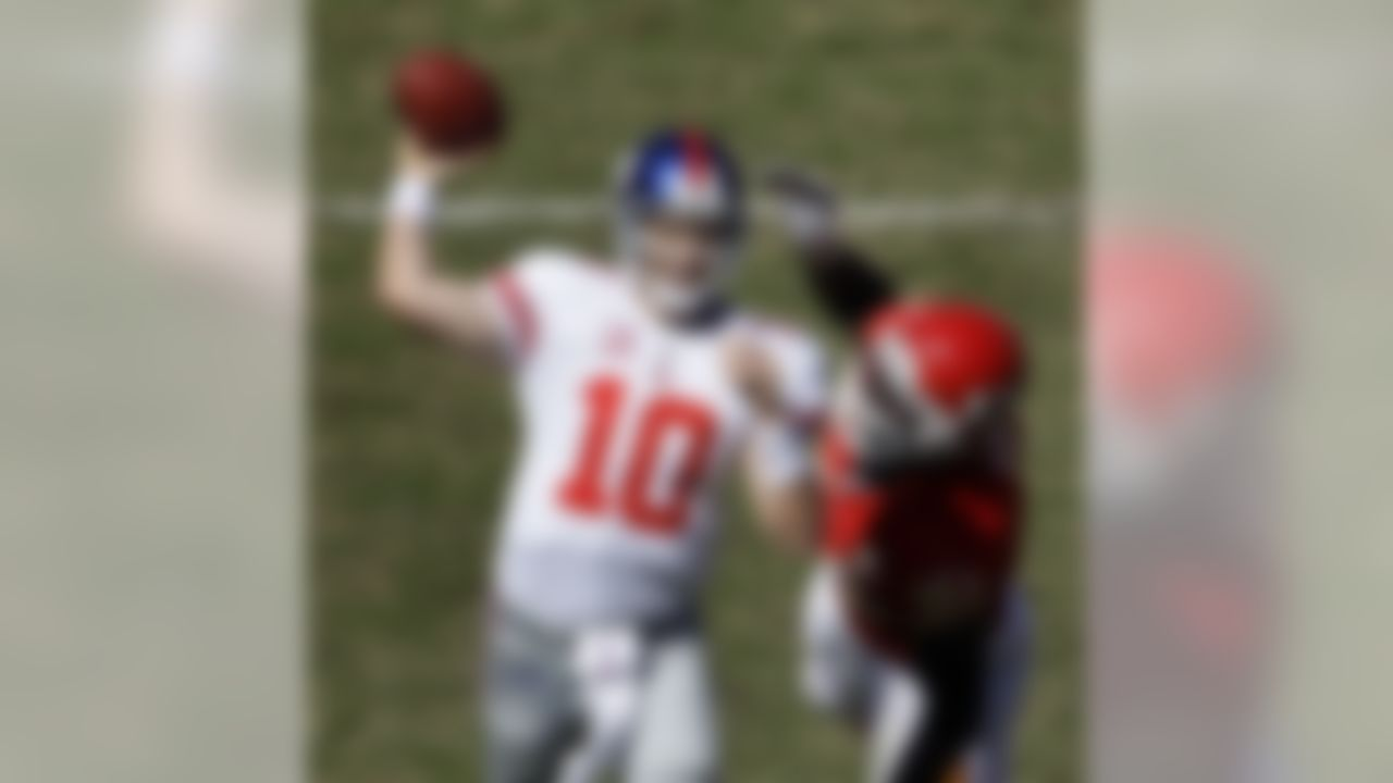 New York Giants quarterback Eli Manning (10) throws for a touchdown as he is pressured by Kansas City Chiefs defensive end Tamba Hali during the second quarter of a their NFL football game Sunday, Oct. 4, 2009, in Kansas City, Mo. (AP Photo/Charlie Riedel)