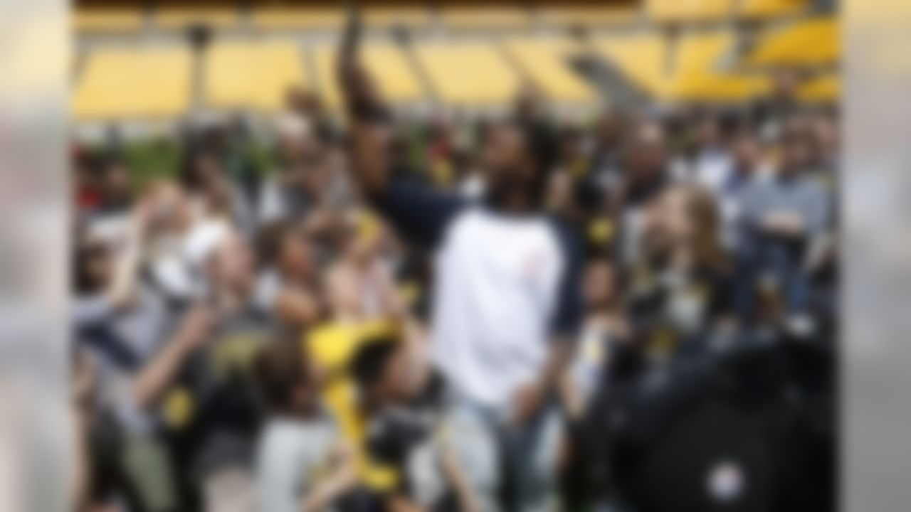 Pittsburgh Steelers first round draft pick Bud Dupree, center, a linebacker out of Kentucky, takes pictures of the fans gathered around him at Fan Blitz, a promotional event put on by the Pittsburgh Steelers NFL football team at Heinz Field, Saturday, May 2, 2015 in Pittsburgh . (AP Photo/Keith Srakocic)