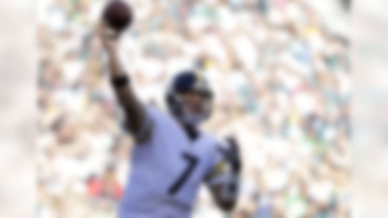 Pittsburgh Steelers' Ben Roethlisberger passes during the first half of an NFL football game against the Philadelphia Eagles, Sunday, Sept. 25, 2016, in Philadelphia. (AP Photo/Michael Perez)