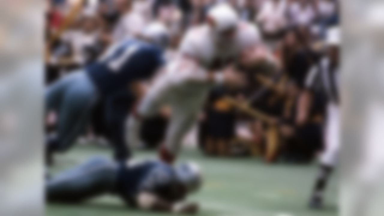 St. Louis Cardinlas, 1963-1977; Dallas Cowboys, 1978 » Voted to five Pro Bowls, First Team All-Pro four times » Finished career with 480 receptions for 7,918 yards (most ever by tight end at time of retirement) and 40 touchdowns » Played in 210 NFL games » Enshrined into Pro Football Hall of Fame