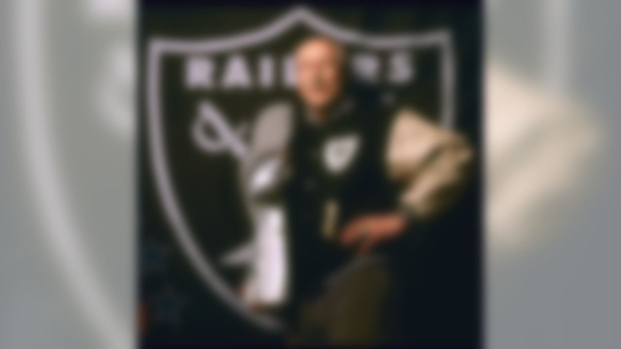 Wide receiver Fed Biletnikoff of the Oakland Raiders. (National Football League)