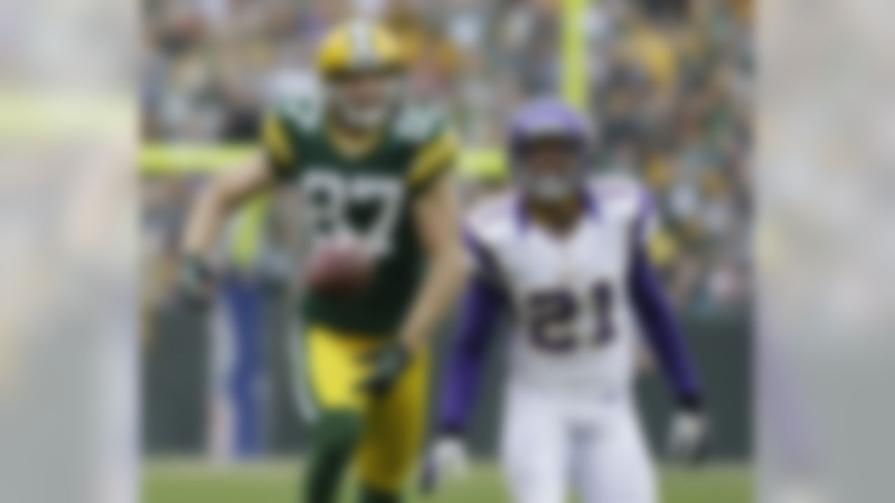 Green Bay Packers' Jordy Nelson (87) can't come up with a pass as Minnesota Vikings' Josh Robinson (21) defends during the first half of an NFL football game Sunday, Dec. 2, 2012, in Green Bay, Wis. (AP Photo/Morry Gash)