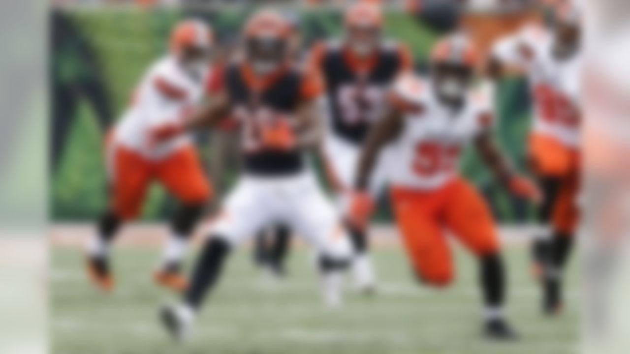 Cincinnati Bengals running back Joe Mixon (28) runs the ball past Cleveland Browns outside linebacker Genard Avery (55) in the second half of an NFL football game, Sunday, Nov. 25, 2018, in Cincinnati. (AP Photo/Gary Landers)
