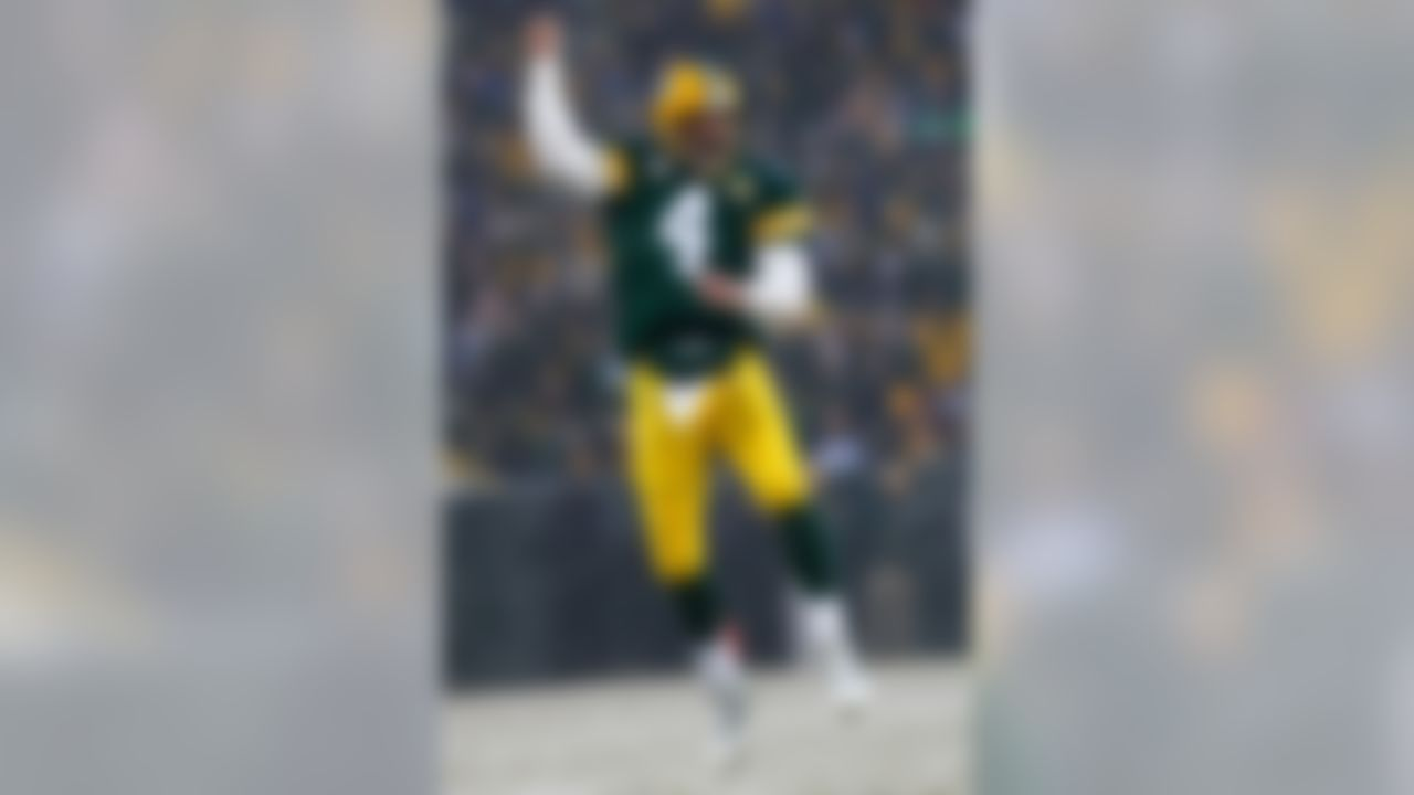 GREEN BAY, WI - JANUARY 12:  Quarterback Brett Favre #4 of the Green Bay Packers celebrates after throwing a two-yard touchdown pass to wide receiver Greg Jennings #85 in the second quarter against the Seattle Seahawks during the NFC divisional playoff game on January 12, 2008 at Lambeau Field in Green Bay, Wisconsin.  (Photo by Jamie Squire/Getty Images)