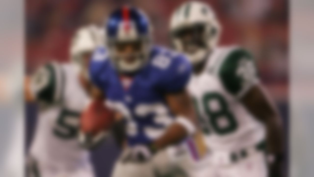 EAST RUTHERFORD, NJ - AUGUST 25: Sinorice Moss #83 of the New York Giants makes a break against the New York Jets during their preseason game on August 25, 2007 at Giants Stadium in East Rutherford, New Jersey.  (Photo by Chris McGrath/Getty Images)