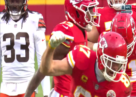 Henne dissects defenders to Kelce for clutch 24-yard catch and run