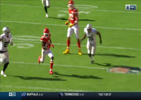 Mahomes take a shot on fourth down for 37-yard gain to Hardman