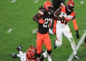 Kareem Hunt bursts by Bengals defenders for explosive 33-yard run