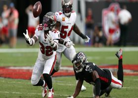 Mike Edwards perfectly reads route for 31-yard pick-six