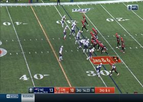 Lockdown! Gilmore snags crazy one-handed INT to open second half