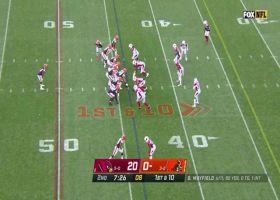 Kareem Hunt dashes through hole for 17-yard pickup