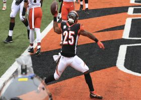 Burrow's clutch fourth-down TD to Bernard gives Bengals late lead