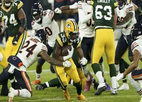 Aaron Jones darts straight through Bears' D for 14 yards