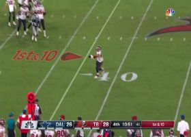 Gronk effortlessly plucks Brady's off-target pass with one hand