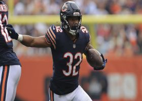 David Montgomery plows in for TD to cap Bears opening drive
