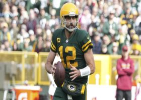 Aaron Rodgers uses his wheels to convert on third-and-11