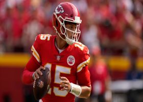 Mahomes drops downfield loft in the bucket to Hill for 22 yards