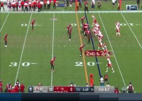 Mahomes executes RPO to perfection on 19-yard gain for Hill