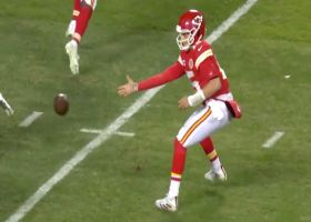 Mahomes underhand tosses TD to Kelce on shovel-pass score