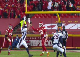 Mahomes contorts for ridiculous cross-body toss to Watkins