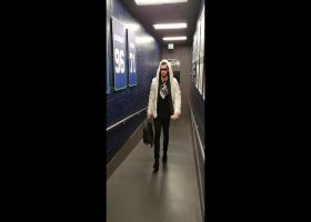 Vannett arrives in style: 'Had to wear something special for Monday night'
