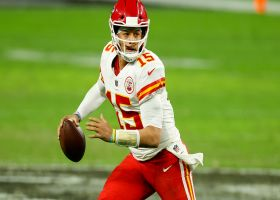 Patrick Mahomes spins out of trouble to find Kelce on smart play