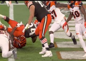 Nick Chubb unleashes duo of jump-cuts to set up his second TD run